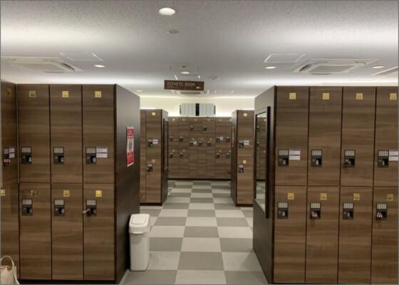 広々として清潔感のある更衣室イメージ